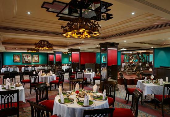 Crowne Plaza Chennai Adyar Park: Award Wining Dakshin restaurant