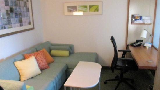 SpringHill Suites Vernal : Living area