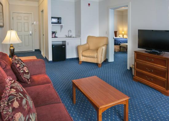 Lexington Inn & Suites Billings: 2 Room Suite, separate living area