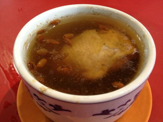 Yuan Yuan Claypot Rice: Herbal chicken soup