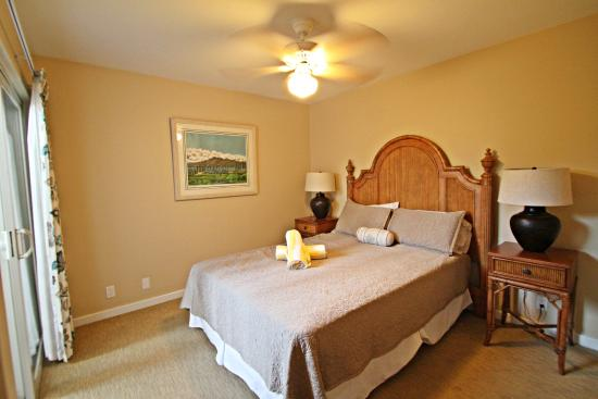 One Napili Way: Bedroom #3 either 1 Queen or Two Twins. Depends on Condo.