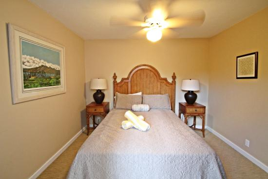 One Napili Way: Bedroom #2 Queen bed