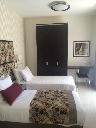 Shamai Suites: Room