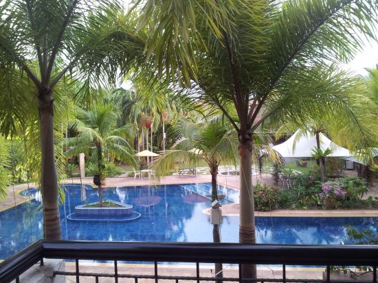 Tiara Labuan Hotel: View of swimming pool from the balcony