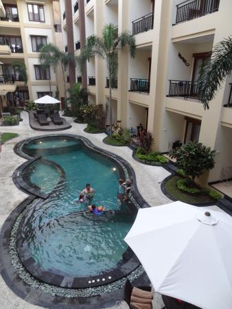 Kuta Townhouse Apartments: View of the pool