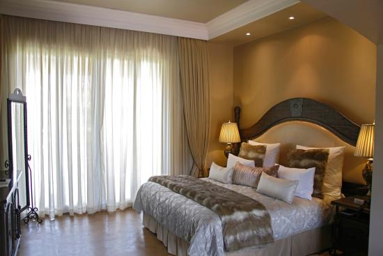 Thaba Eco Hotel: Vip Suite inside view