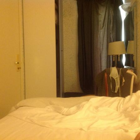 ... Ambassador: Distanza tra letto e porta di ingresso (a sx larmadio