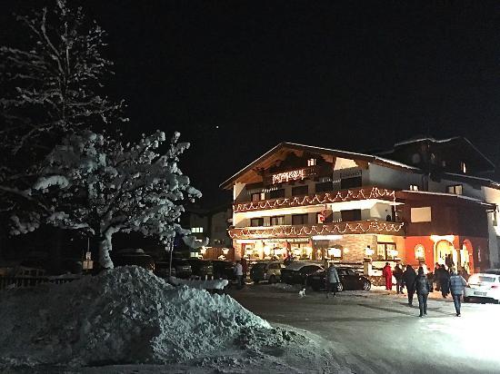 Radfeld, Austria: Aussenansicht, Winter, Abend