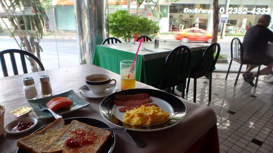 La Residence Bangkok: Breakfast