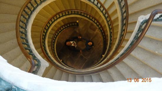 Museo do Pobo Galego: Nós na escadaria do Museu do povo Galego