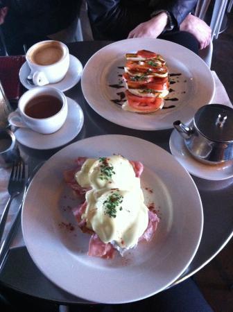 Maisy's Cafe: Eggs Benedict with ham