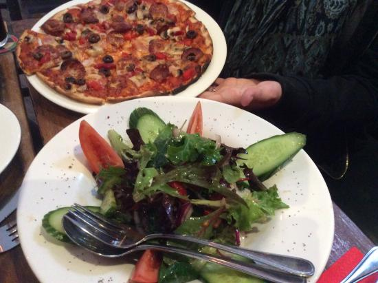 Station Bar & Wood Fired Pizza: Pizza and salad