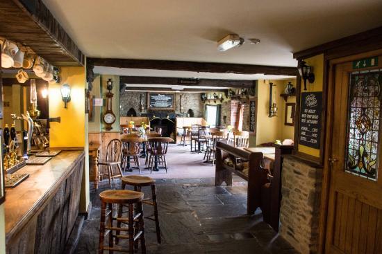 Roast Ox Inn: Bar Area