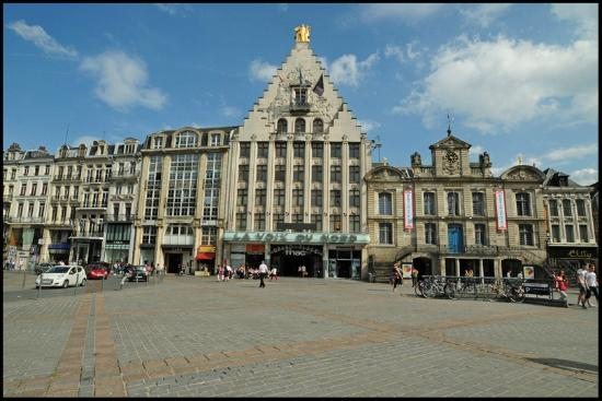 la voix du nord op de grand place lille foto van grand place rijsel tripadvisor. Black Bedroom Furniture Sets. Home Design Ideas