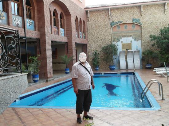 Hotel Al Kabir: piscine bien