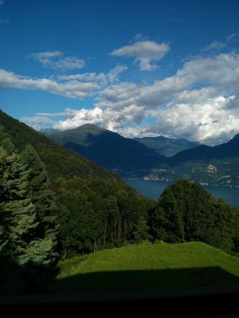 Plesio, Włochy: prima mattina dal balcone della camera