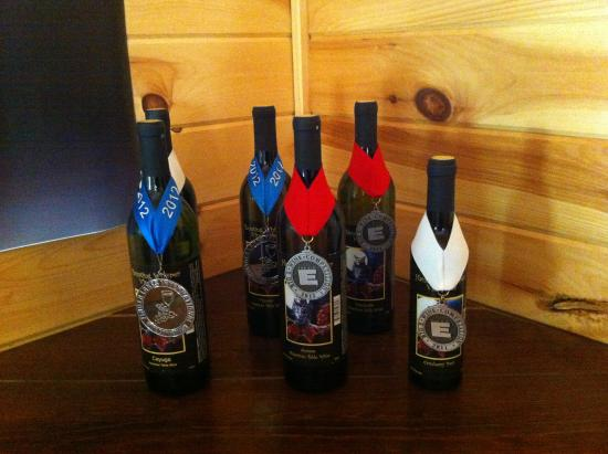Danbury, Нью-Гэмпшир: Some of Haunting Whisper's award-winning wines. Photo by Meg McKenzie