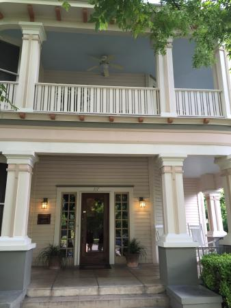 Inn at Craig Place: I am absolutely in love with this house and it's history!!