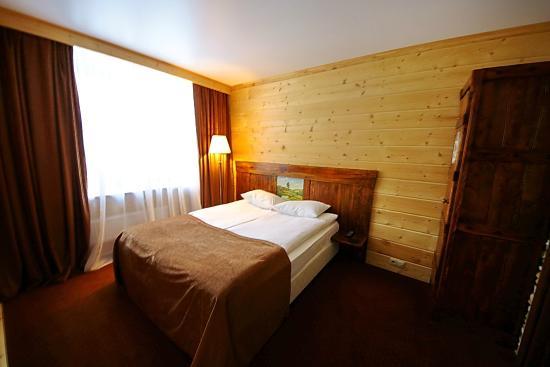 Sunny Hotel: спальня 2-х комнатного номера