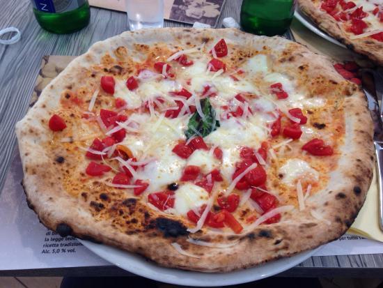 Pizzeria da Michele Via Giotto: Pizza al filetto di pomodoro!
