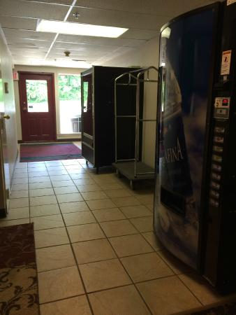 Rosebud Inn: Vending Area