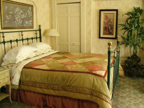 Harrison House Bed & Breakfast: Room #1