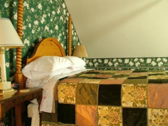 Harrison House Bed & Breakfast: Room #6