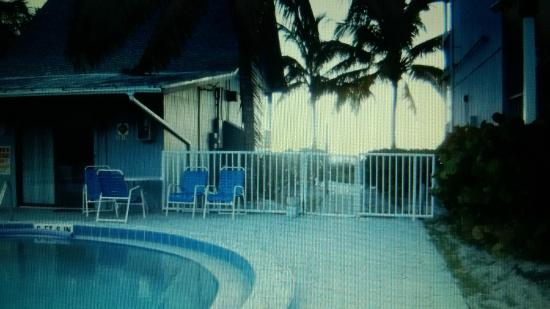 Lahaina Inn Resort Beach Access From Pool
