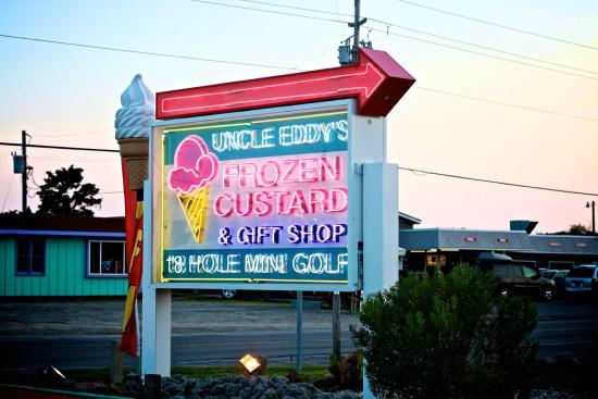 Buxton, Carolina do Norte: Welcome to Uncle Eddy's Frozen Custard and Mini Golf!