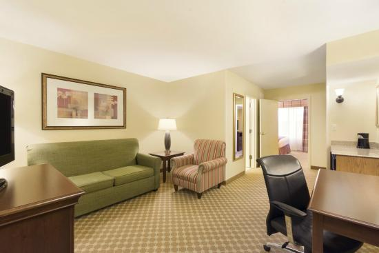 Country Inn & Suites By Carlson, Covington, LA: One Bedroom, 2 Queen Suite
