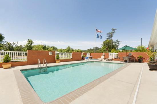 Country Inn & Suites By Carlson, Covington, LA: Pool