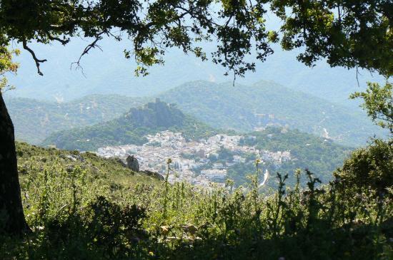 Гаусин, Испания: Gaucin Village viewed from Sierra El Hacho Peak (1011m)