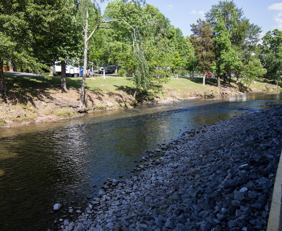 Creekstone inn updated 2017 prices hotel reviews for River motor lodge pigeon forge