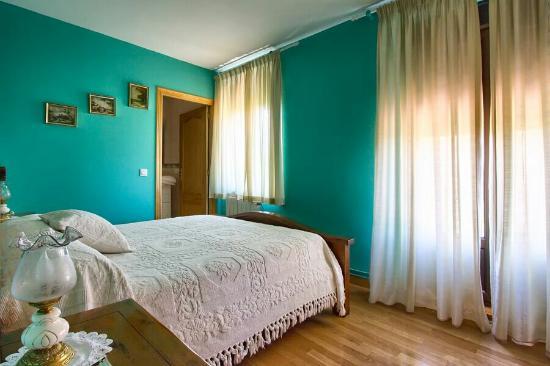 Hotel rural nuestra senora de lourdes hospital de rbigo for Habitaciones familiares leon