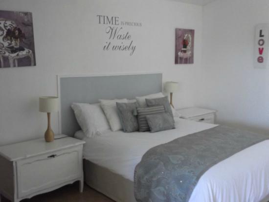 Le Cerisier : Apartment bedroom