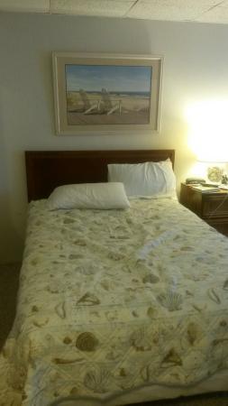 Monterey Resort : Third floor room nice and clean