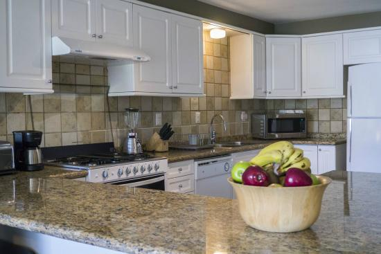 Dominion Corporate Suites: kitchen