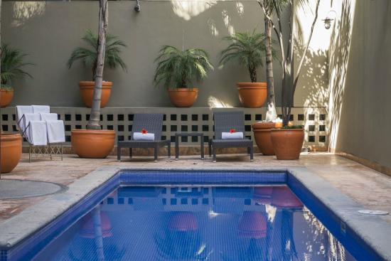 Dominion Corporate Suites: pool