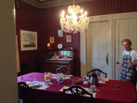 Century House Bed and Breakfast: Lovely dining room where we Enjoyed Our ️Delicious Healthy Breakfast