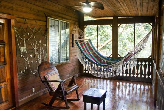 Mango Inn: Mango Cottage front porch