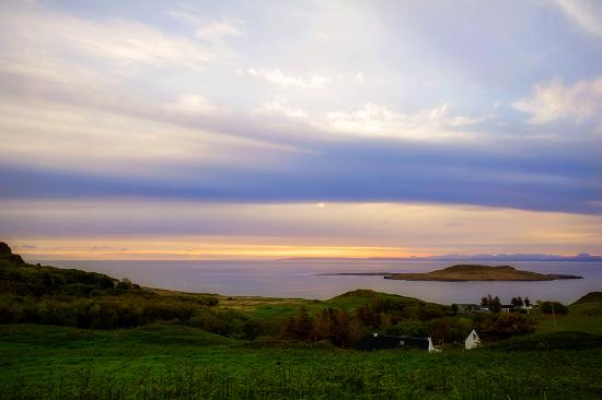 Seabound Bed and Breakfast: Beautiful sunrise from the b&b.