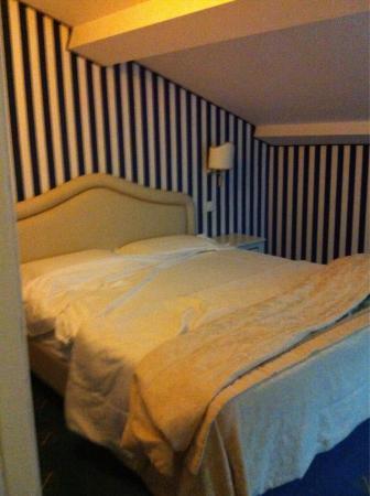 Hotel Navy: Camera stella marina situata in mansarda molto accogliente senza finestre. C'e' aria condizionat