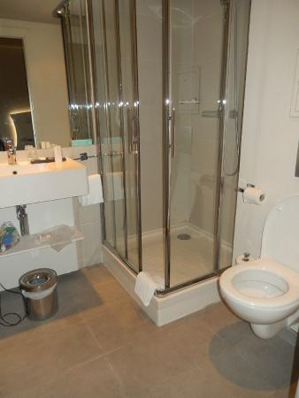 Mercure Paris Levallois Perret: Very clean bathroom