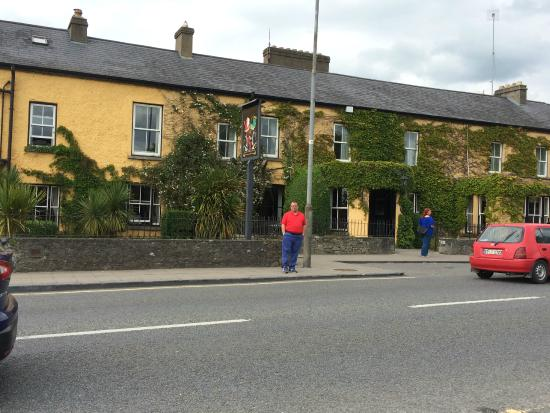 Dunraven Arms Hotel: View of hotel from across the street