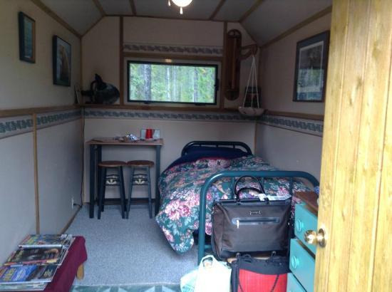 Triple B Bed n Breakfast : Single Cabin
