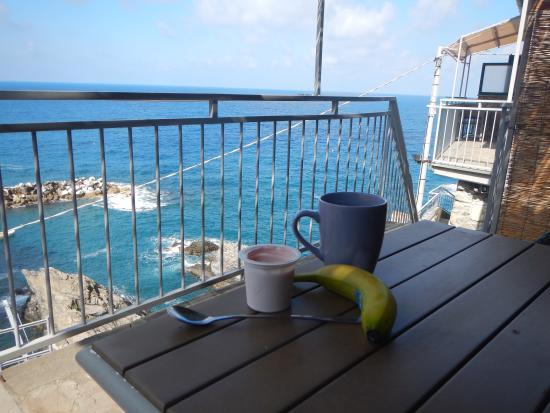 Manarolavistamare: Breakfast harbour view