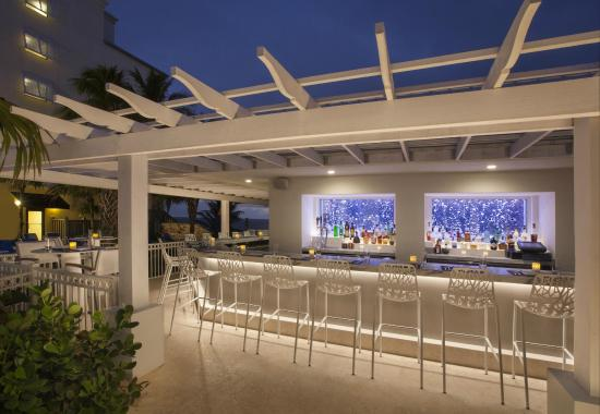 Delray Sands Resort on Highland Beach: Waves Pool Bar