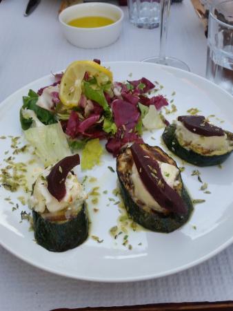 O Tonel: Zucchine con formaggio di capra e pere al Porto