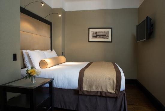 The Mansfield: Deluxe Guestroom