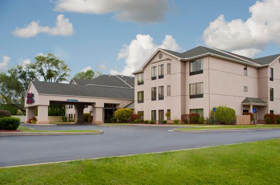Hampton Inn & Suites South Bend: Hotel exterior